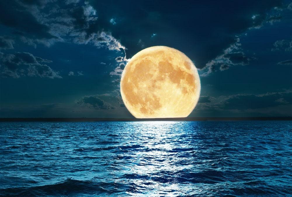 Pochemu-Luna-svetitsya