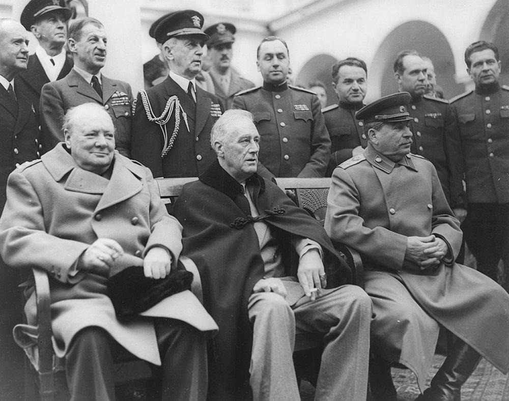 Ruzvelt-Stalin-i-CHerchill-na-YAltinskoy-konferentsii-1945