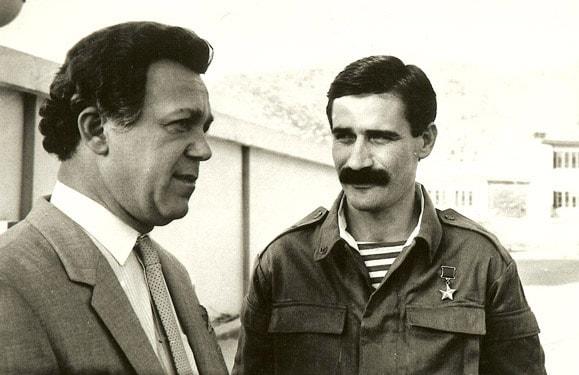 S-pervyim-prezidentom-Ingushetii-znamenityim-afgantsem-Geroem-Sovetskogo-Soyuza-general-leytenantom-Ruslanom-Aushevyim