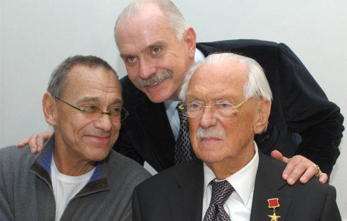 Sergey-Mihalkov-s-syinovyami-Andreem-i-Nikitoy