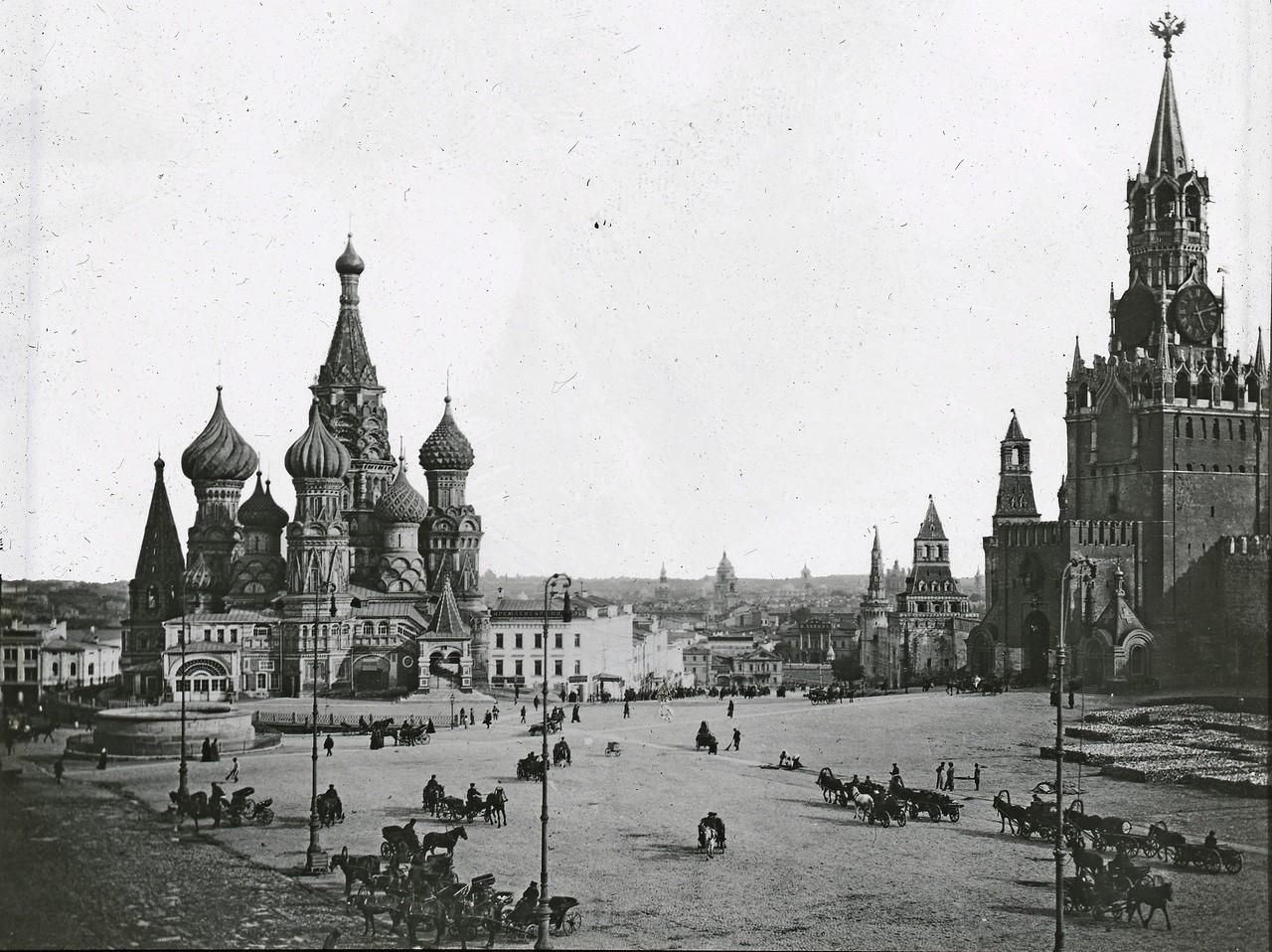 Sobor-Vasiliya-Blazhennogo-i-Spasskaya-bashnya-Kremlya