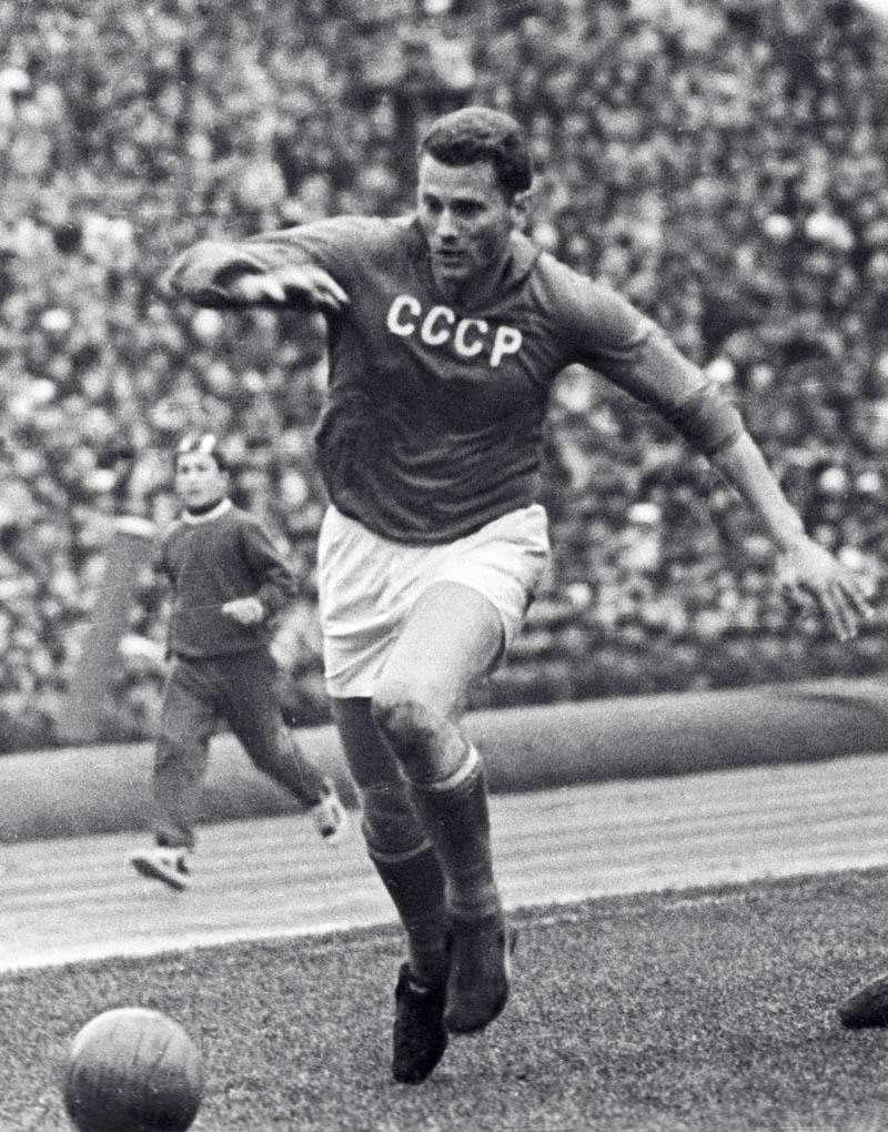 Sovetskij-futbolist-ubil-vratarya-obezyanu