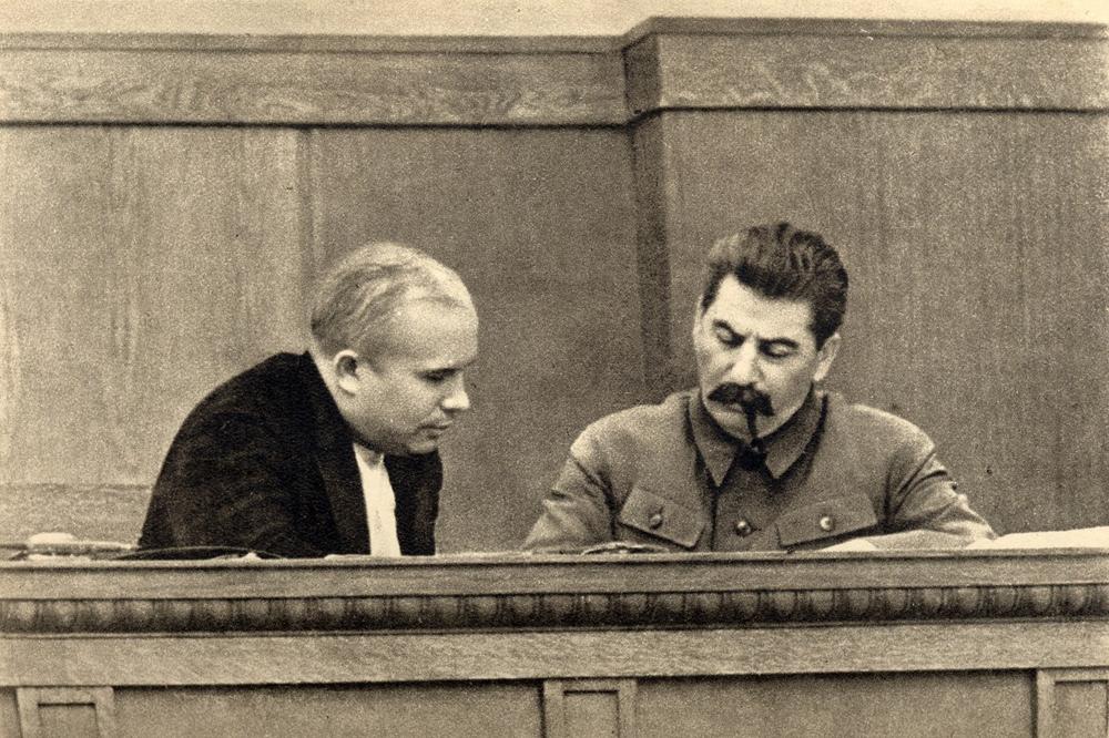 Stalin-i-Hrushhyov-v-prezidiume-sessii-TSIK-SSSR-yanvar-1936-goda