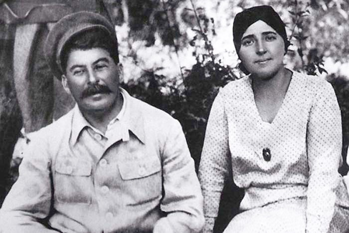 Stalin-i-ego-zhena-Nadezhda-Sergeevna-Allilueva-1