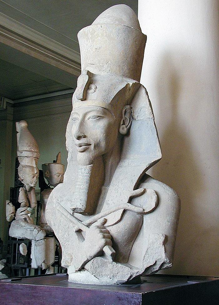 Statuya-E`hnatona-iz-hrama-Atona-v-Karnake