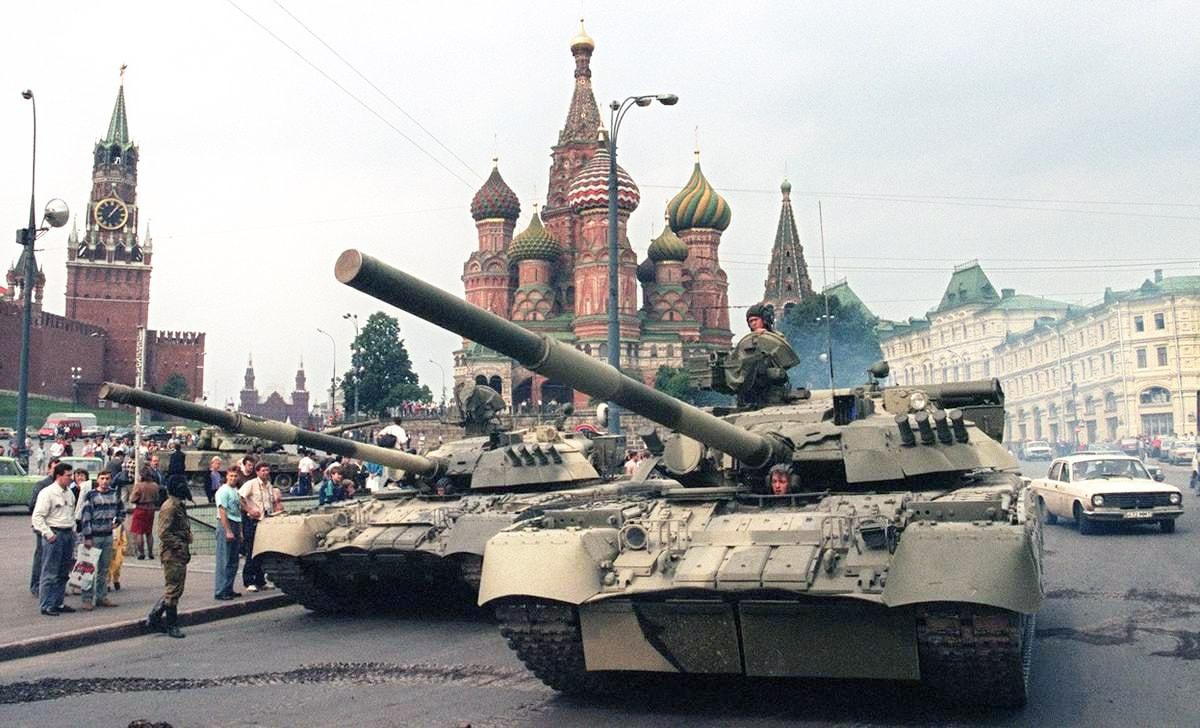 Tanki-sovetskoy-armii-u-Spasskih-vorot-posle-putcha-19-avgusta-1991-goda