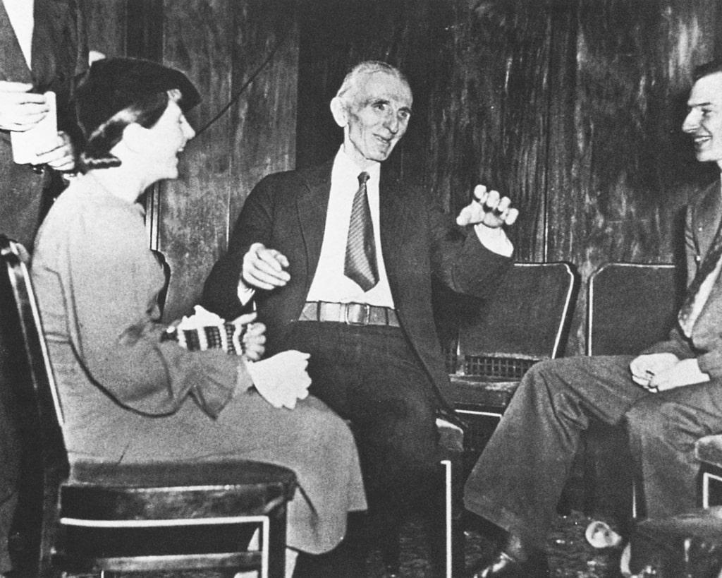 Tesla-daet-intervyu-zhurnalistam-10-yanvarya-1935-goda