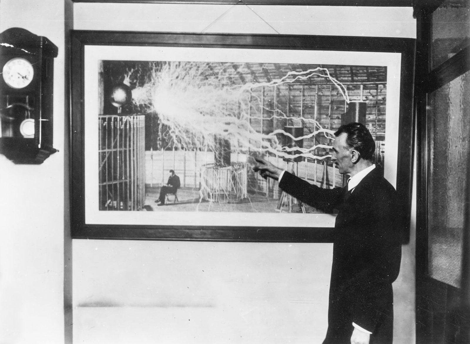 Tesla-demonstriruet-fotografiyu