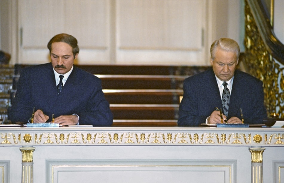 Torzhestvennaya-czeremoniya-podpisaniya-Dogovora-ob-obrazovanii-Soyuza-Rossii-Elczin-i-Belorussii-Lukashenko