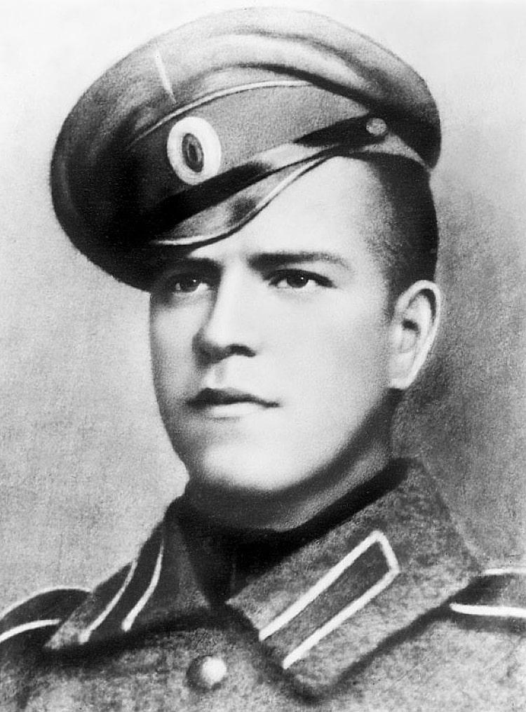 Unter-ofitser-Georgiy-ZHukov