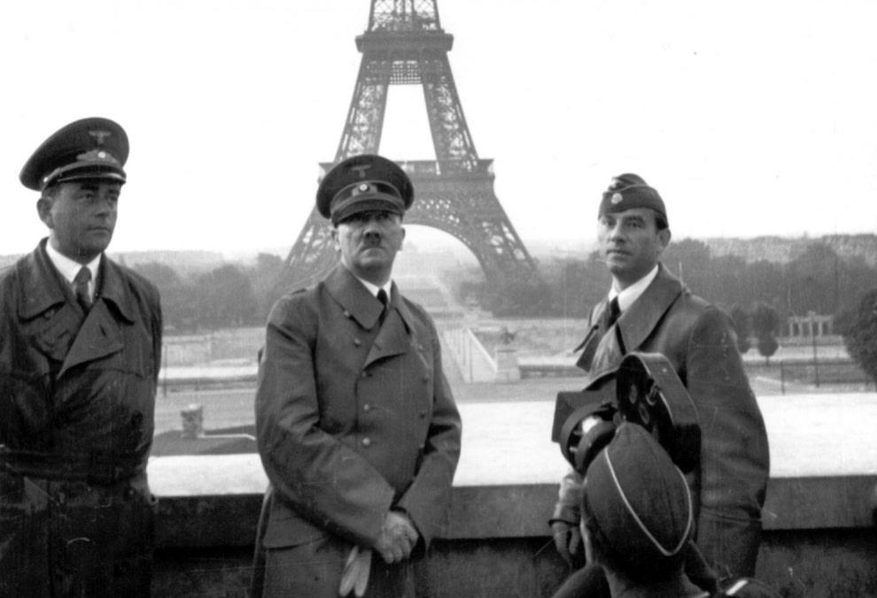V-Parizhe-1940-g