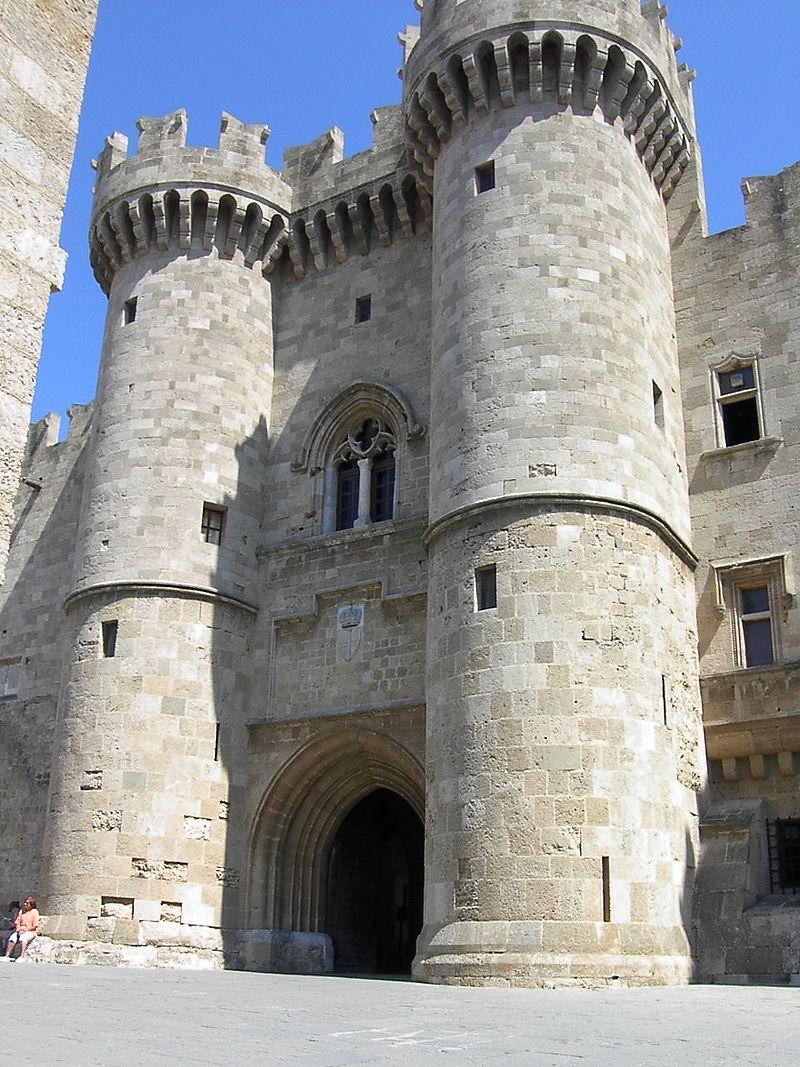 Vhod-vo-Dvorets-velikih-magistrov