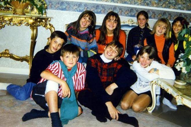 Vlad-Topalov-v-detstve-nizhnij-ryad-sleva