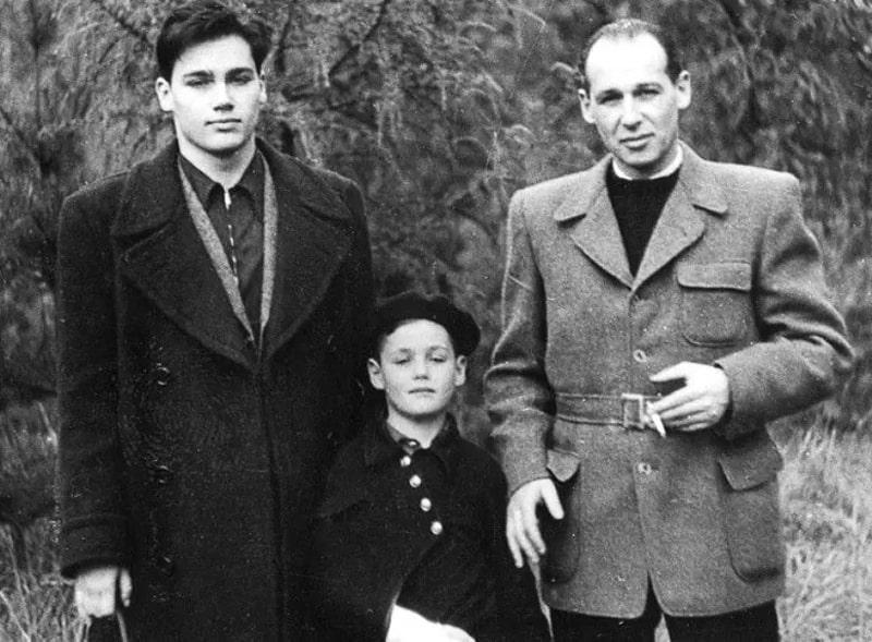 Vladimir-Pozner-s-ottsom-i-mladshim-bratom
