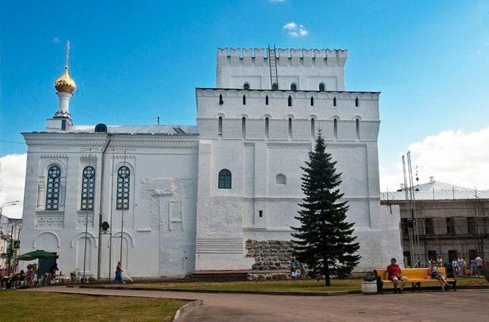 Vlasevskaya-bashnya-i-Znamenskaya-tserkov