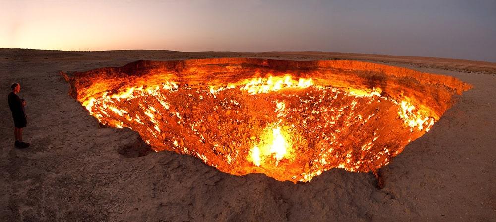 Vrata-v-ad-krater-Darvaza-Zagadochnye-Mesta-Planety
