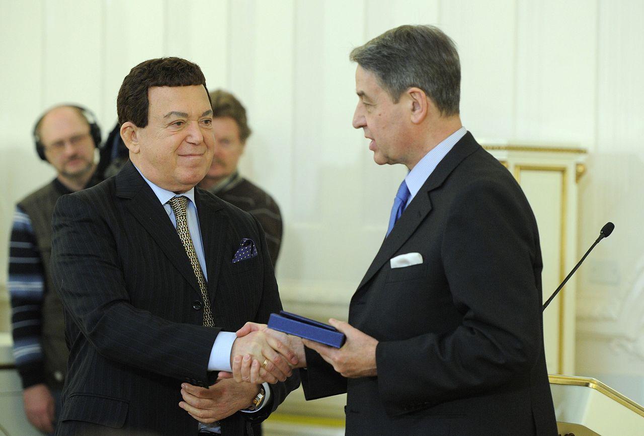 Vruchenie-premii-Pravitelstva-Rossii-za-2011-god-v-oblasti-kulturyi