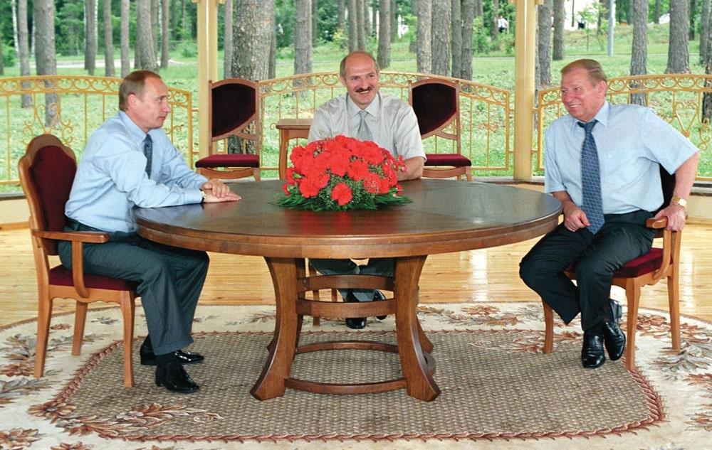 Vstrecha-Prezidentov-treh-stran-Belarusi-A.G.-Lukashenko-Rossii-V.V.-Putina-Ukrainy-L.D.-Kuchmy