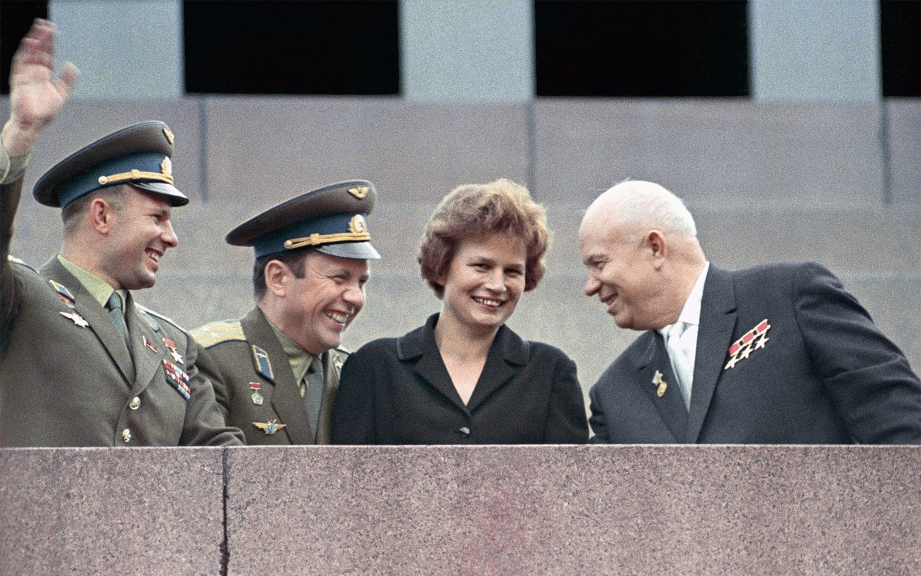 YUriy-Gagarin-Pavel-Popovich-Valentina-Tereshkova-i-Nikita-Hrushhyov-1963