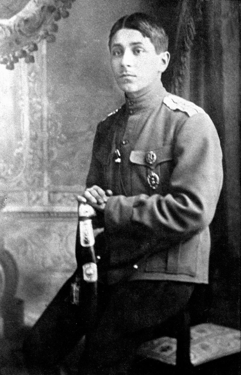 Zoshhenko-v-zvanii-praporshhika-v-1915-godu