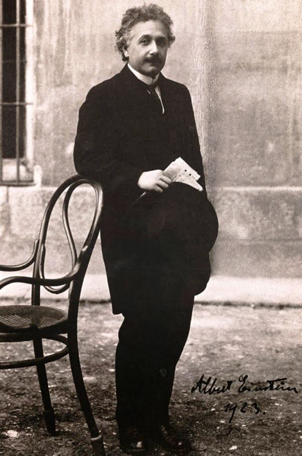 albert-ejnshtejn-v-madride-1923