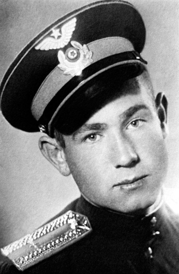 aleksej-leonov-v-yunosti