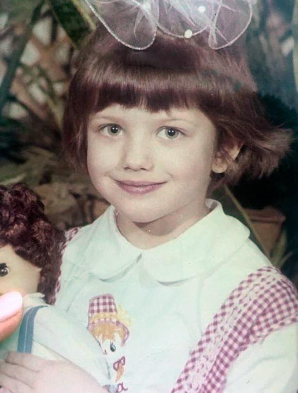anna-chipovskaya-v-detstve