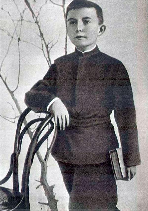 anton-makarenko-v-detstve