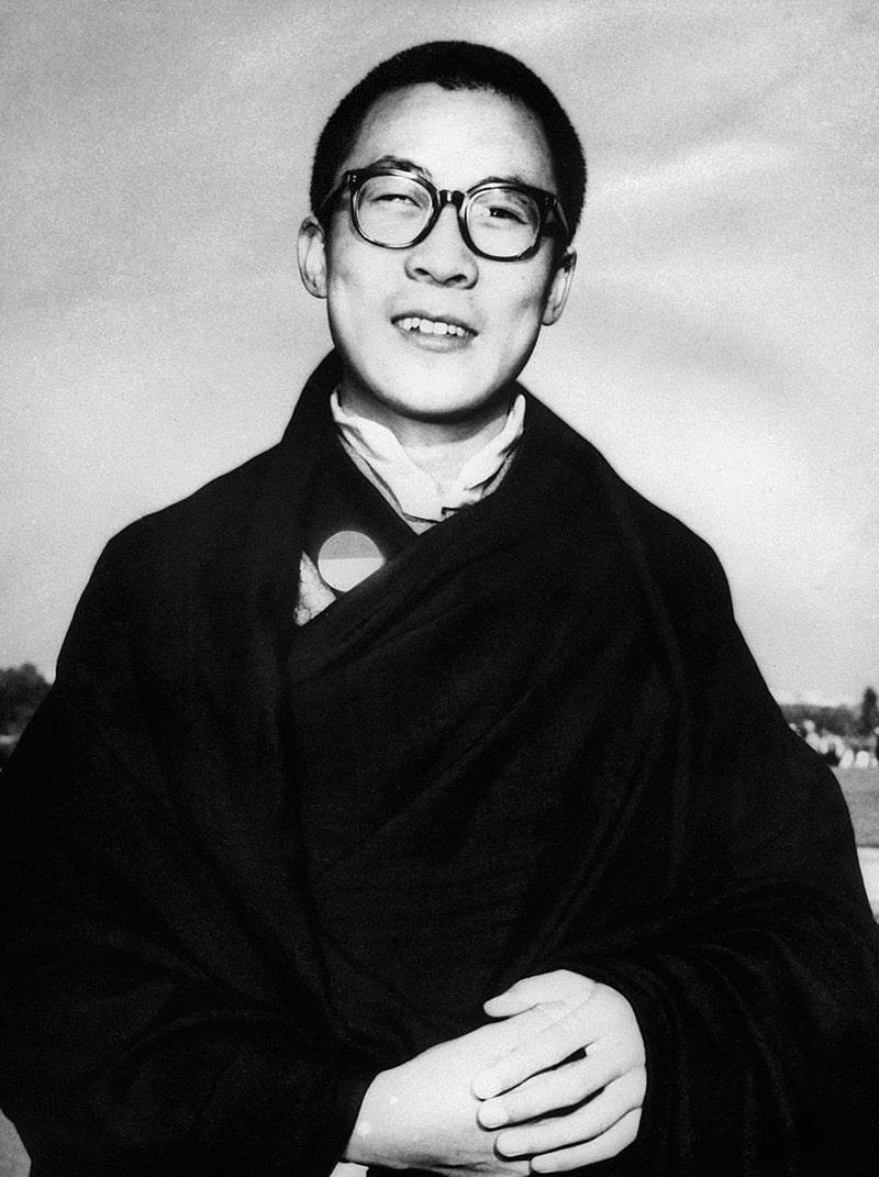 dalaj-lama-v-molodosti