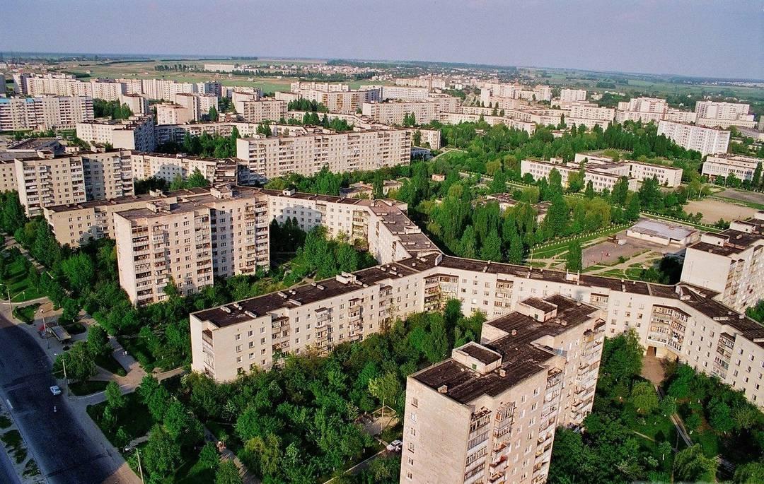 dlinnyj-dom-v-luczke