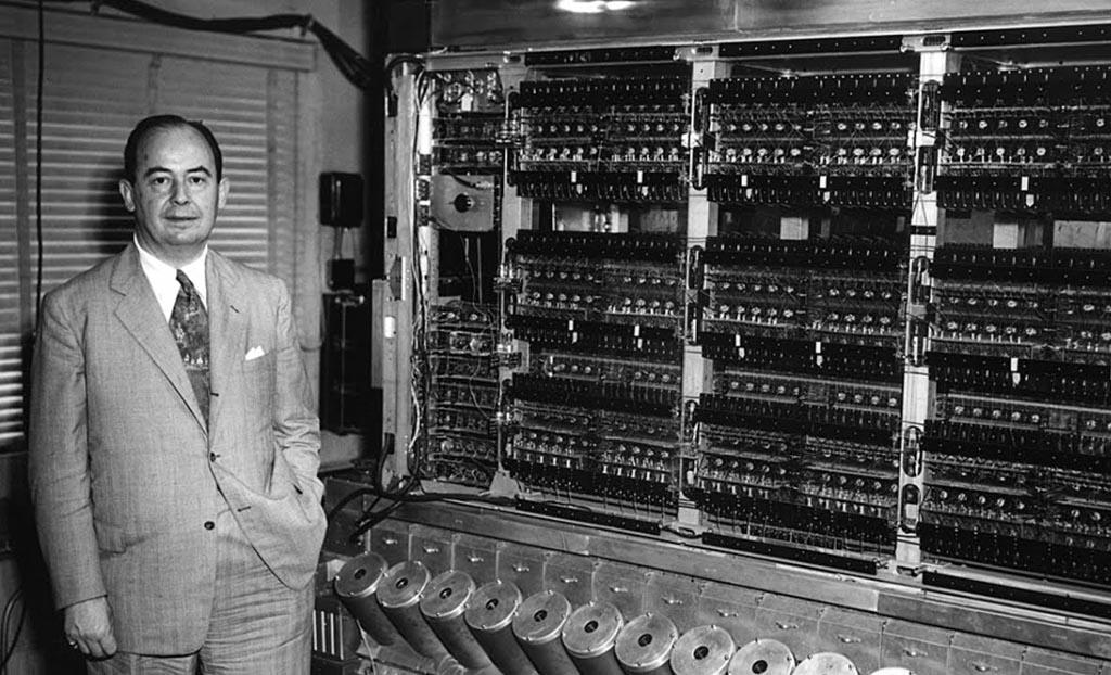 dzhon-fon-nejman-s-kompyuterom-pervogo-pokoleniya