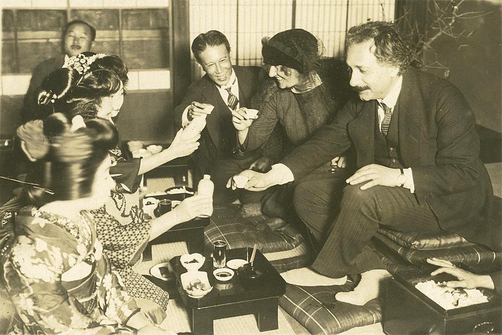 ejnshtejn-s-zhenoj-v-yaponii-1922