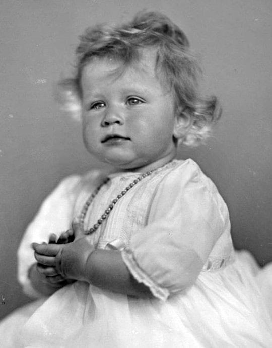 elizaveta-2-v-detstve