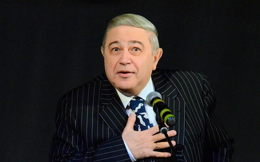 evgenij-petrosyan-na-sczene