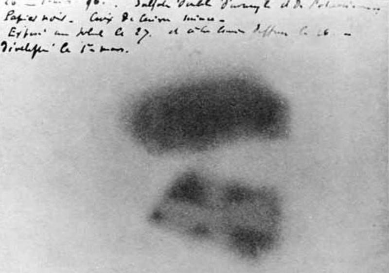 fotoplastinka-na-kotoroj-vidny-sledy-dejstviya-radioaktivnosti