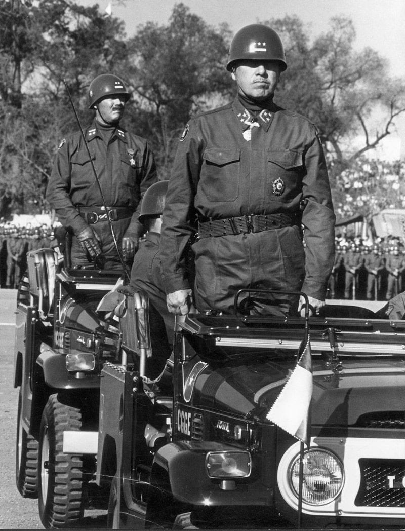 general-pinochet-na-voennom-parade
