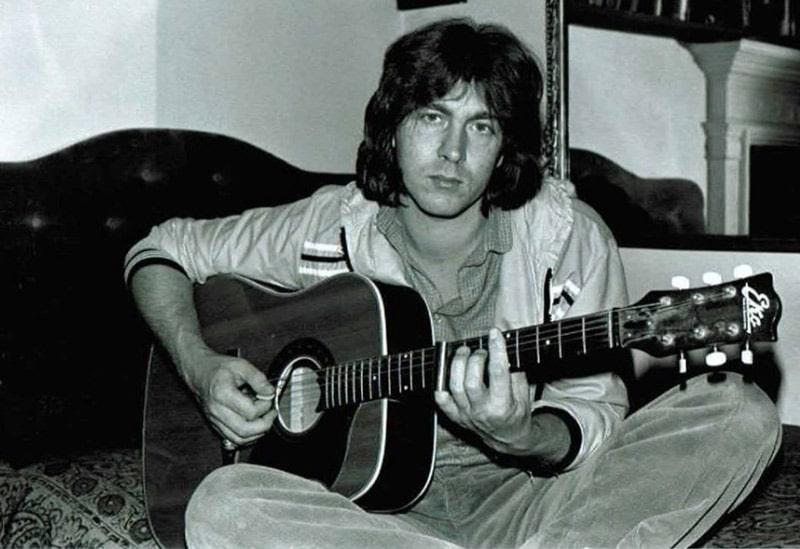 gitarist-mik-tejlor