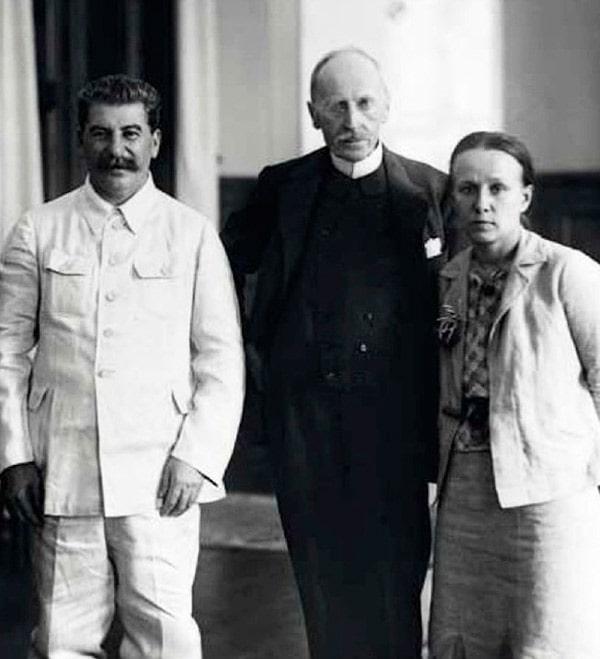 iosif-stalin-romen-rollan-i-ego-zhena
