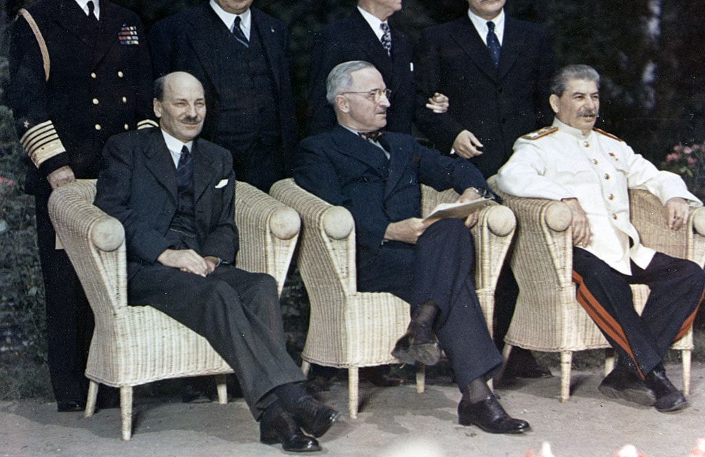 klement-ettli-trumen-i-iosif-stalin-na-potsdamskoj-konferenczii
