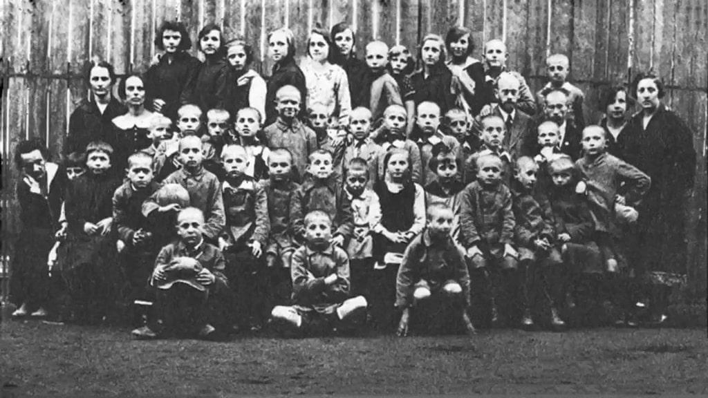 korchak-so-svoimi-sirotami-1920