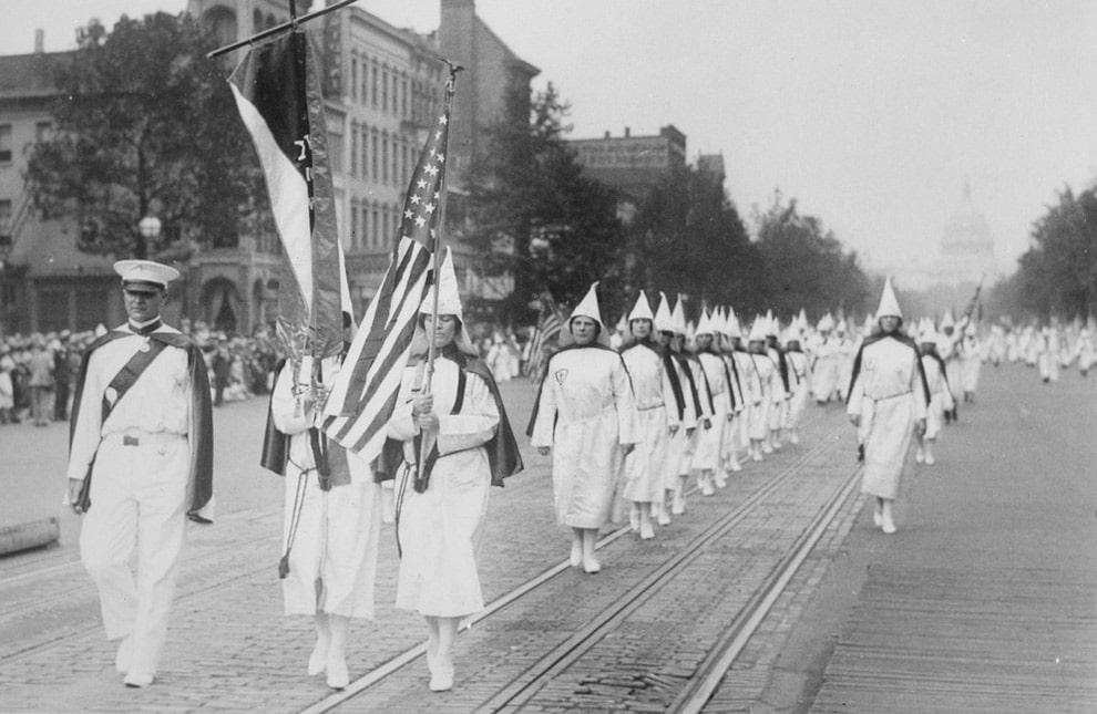 ku-kluks-klan-na-parade-po-pensilvaniya-avenyu-1928