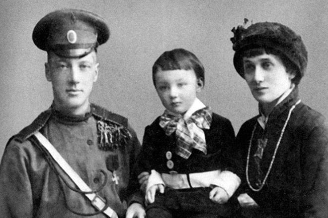 lev-gumilev-s-roditelyami