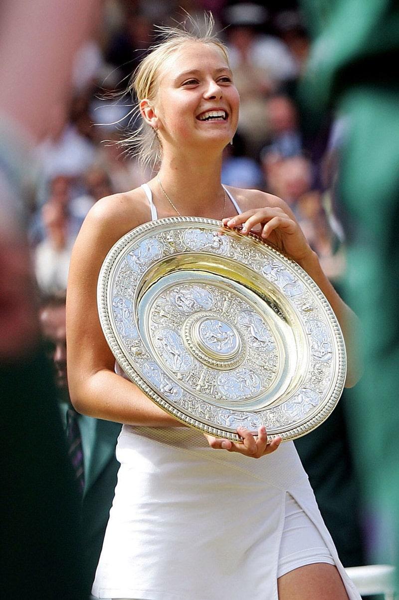 mariya-sharapova-pobeditelnicza-uimbldonskogo-turnira-2004