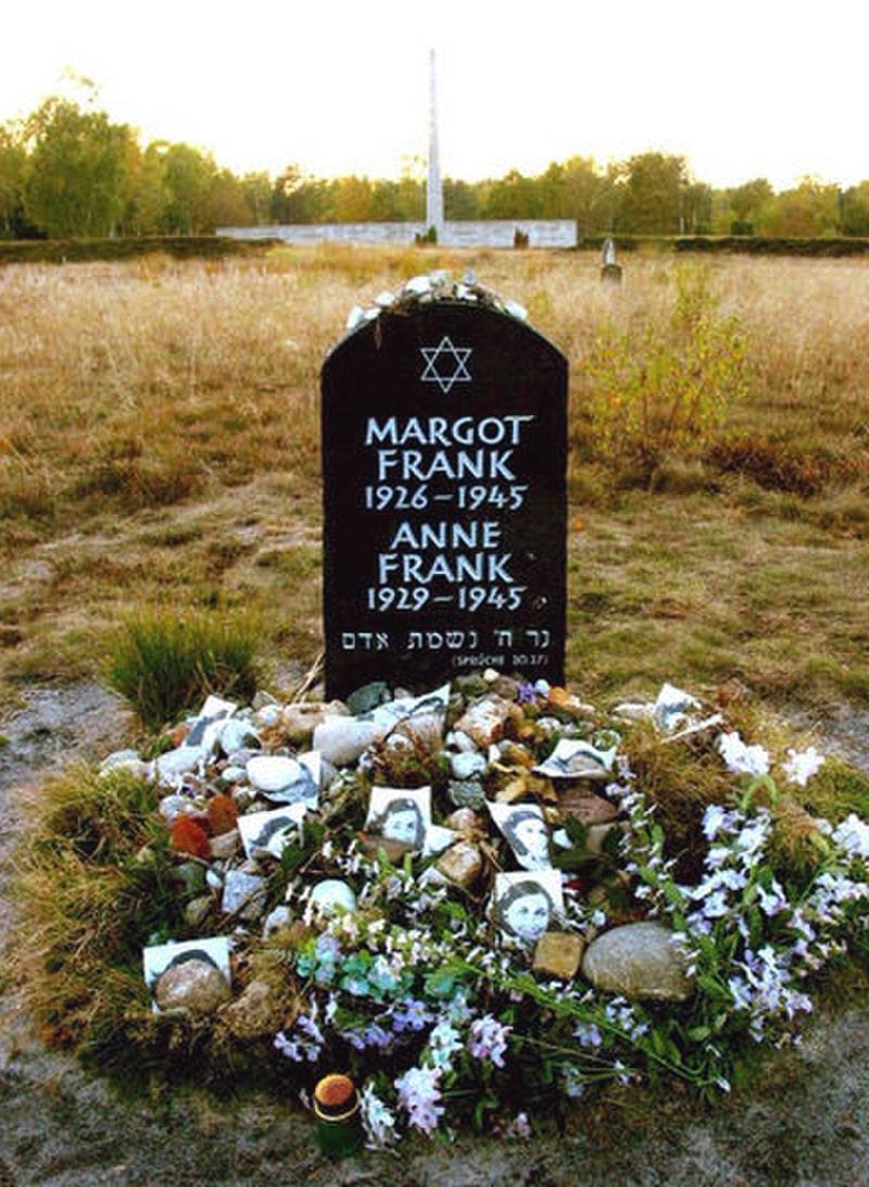memorial-anne-frank-i-ee-sestre-margo-na-territorii-byvshego-konczlagerya-bergen-belzen