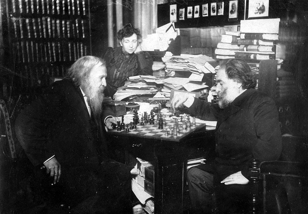 mendeleev-i-kuindzhi-igrayut-v-shahmaty
