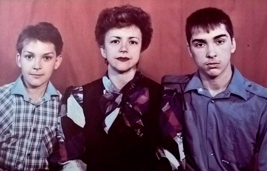mihail-gorshenv-s-mamoj-i-bratom
