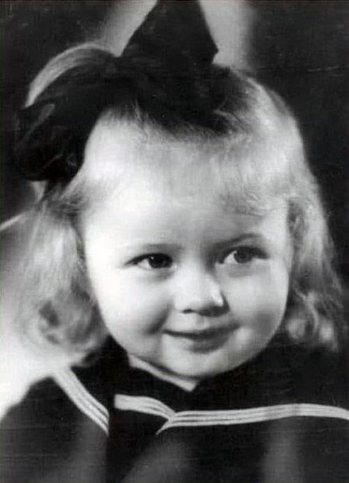 natalya-gundareva-v-detstve