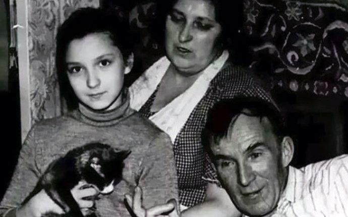 olesya-zheleznyak-v-detstve-s-roditelyami