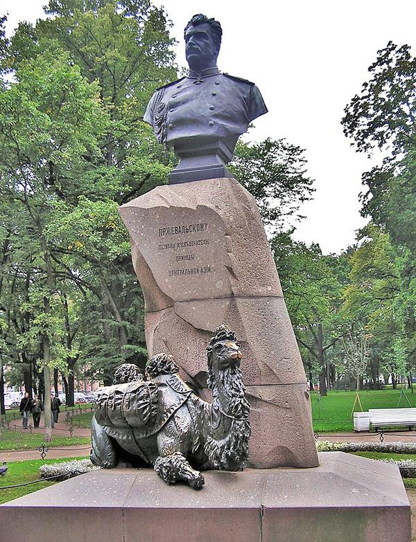 pamyatnik-v-aleksandrovskom-sadu-sankt-peterburga