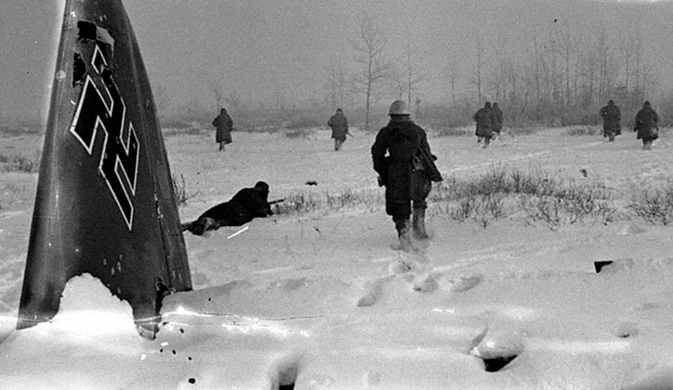 peredvizhenie-nemeczkih-soldat-pod-blokadnym-leningradom